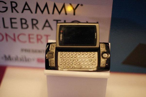 5 گوشی عجیب که مانند موتورولا ریزر می توانند دوباره عرضه شوند