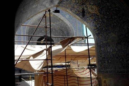 شرایط اسفبار مسجد امام اصفهان، راهکارهایی برای گردشگران معلول