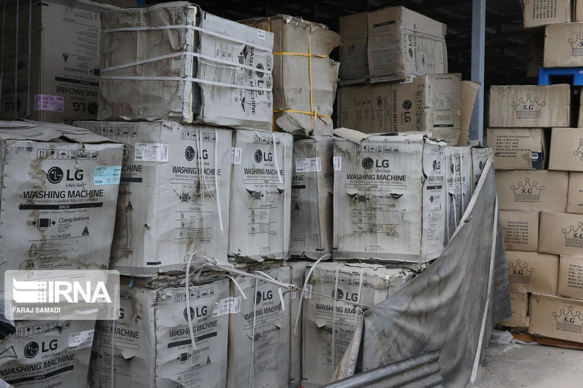 خبرنگاران کشف لوازم خانگی و ورزشی قاچاق در حسن آباد