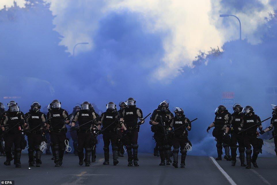 شورش در آمریکا؛ اوضاع از کنترل پلیس خارج شد