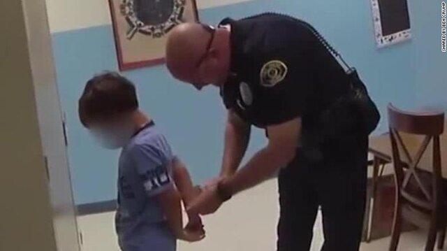 بازداشت کودک 8 ساله در آمریکا به خاطر توهین به معلم