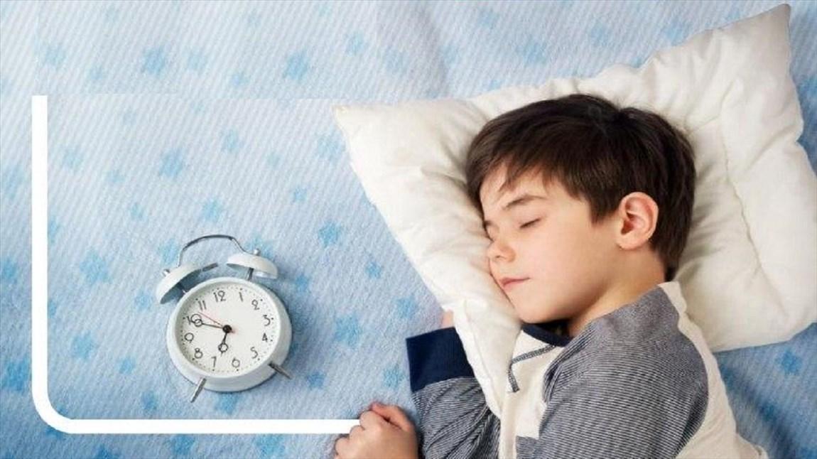 چطور خواب بچه ها را برای روز های مدرسه تنظیم کنیم؟