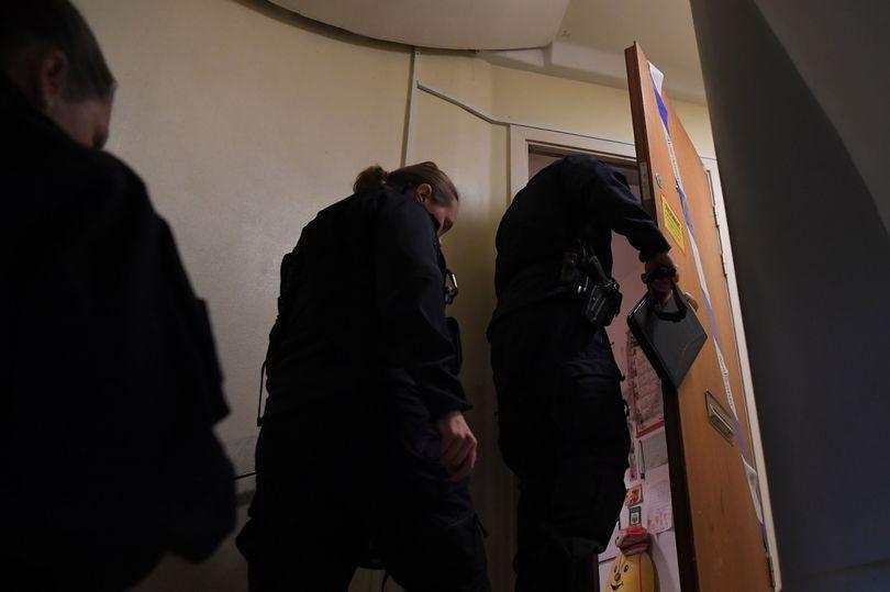 مادر 70 ساله ای که 28 سال پسرش را در خانه زندانی نموده است